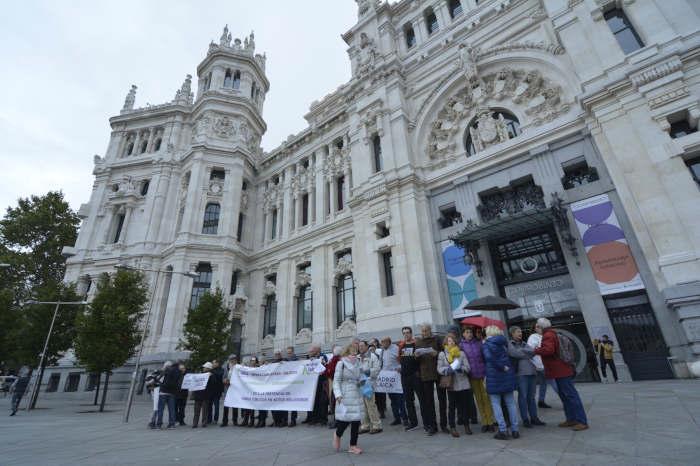 Protesta ante el Ayuntamiento de Madrid para reclamar la laicidad institucional y la no presencia en actos religiosos